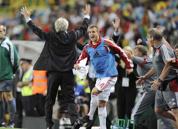Jubel på trænerbænk mod Portugal sep. 2008
