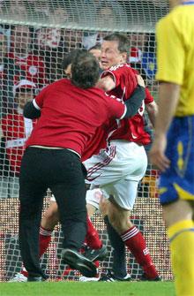 Tilskuer på banen mod Sverige juni 2007